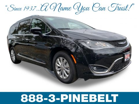 Brilliant Black Crystal Pearl Chrysler Pacifica Touring L.  Click to enlarge.