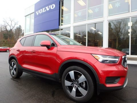 Fusion Red Metallic Volvo XC40 T4 Momentum.  Click to enlarge.