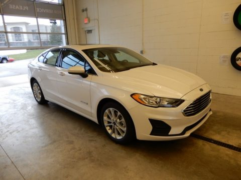 White Platinum Ford Fusion Hybrid SE.  Click to enlarge.