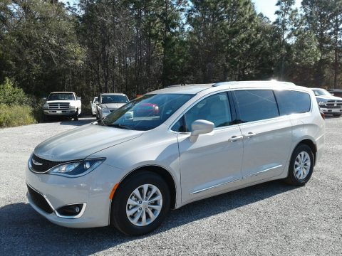 Luxury White Pearl Chrysler Pacifica Touring L.  Click to enlarge.