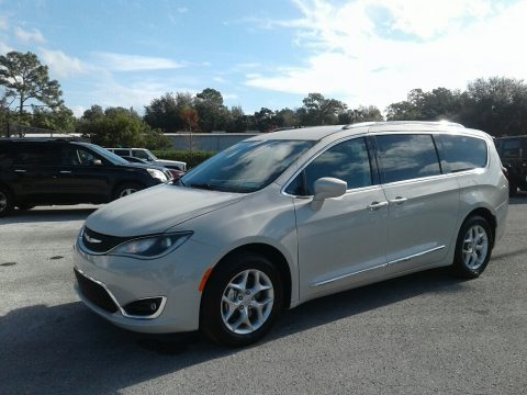Luxury White Pearl Chrysler Pacifica Touring L Plus.  Click to enlarge.