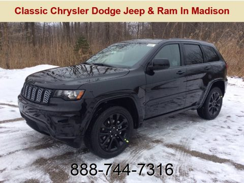 Diamond Black Crystal Pearl Jeep Grand Cherokee Laredo 4x4.  Click to enlarge.