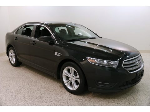 Tuxedo Black Metallic Ford Taurus SEL.  Click to enlarge.