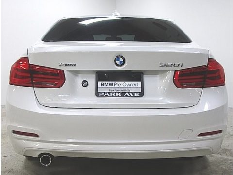Mineral White Metallic BMW 3 Series 320i xDrive Sedan.  Click to enlarge.