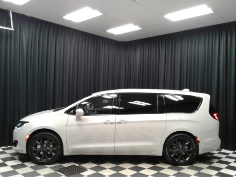 Luxury White Pearl Chrysler Pacifica Touring Plus.  Click to enlarge.