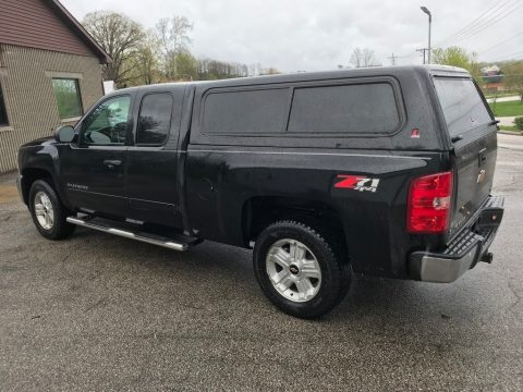 Black Chevrolet Silverado 1500 LT Extended Cab 4x4.  Click to enlarge.