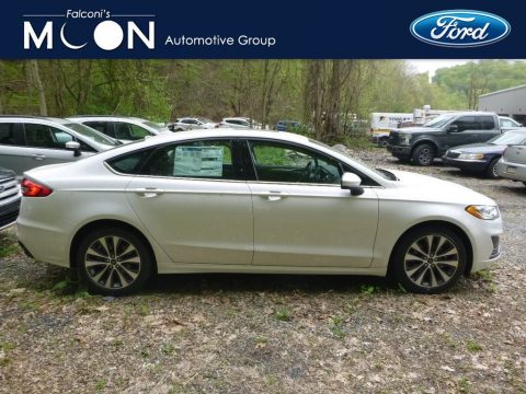 White Platinum Ford Fusion SE AWD.  Click to enlarge.