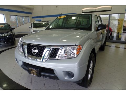 Brilliant Silver Nissan Frontier SV Crew Cab 4x4.  Click to enlarge.