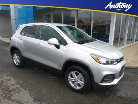 Silver Ice Metallic Chevrolet Trax LS AWD.  Click to enlarge.