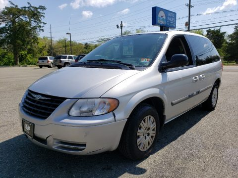 Bright Silver Metallic Chrysler Town & Country .  Click to enlarge.