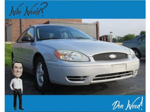 Silver Frost Metallic Ford Taurus SE.  Click to enlarge.