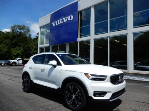 Crystal White Metallic Volvo XC40 T5 Inscription AWD.  Click to enlarge.
