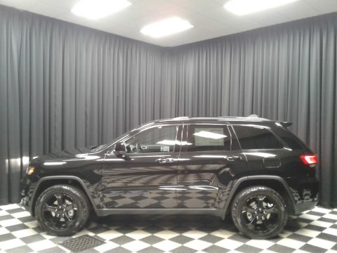 Diamond Black Crystal Pearl Jeep Grand Cherokee Upland 4x4.  Click to enlarge.