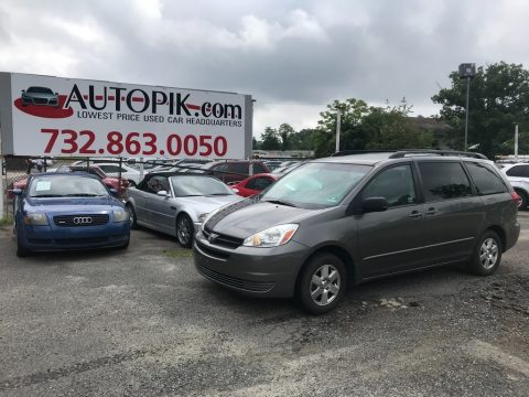 Phantom Gray Pearl Toyota Sienna LE.  Click to enlarge.