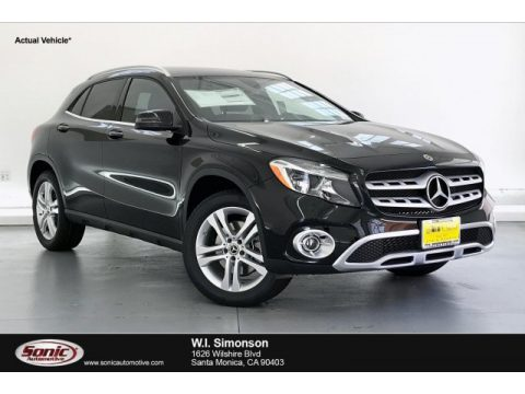 Night Black Mercedes-Benz GLA 250 4Matic.  Click to enlarge.