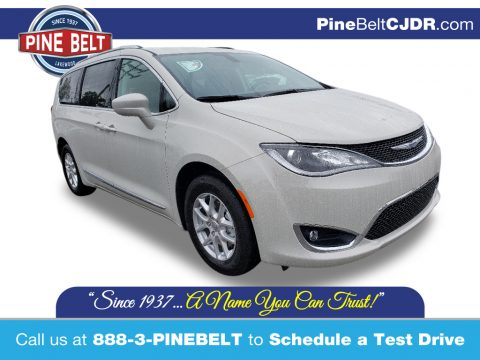 Luxury White Pearl Chrysler Pacifica Limited.  Click to enlarge.