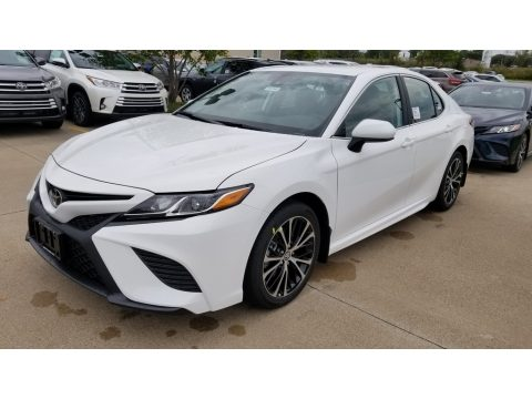 Super White Toyota Camry SE.  Click to enlarge.