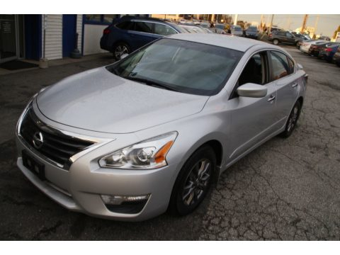 Brilliant Silver Nissan Altima 2.5 S.  Click to enlarge.