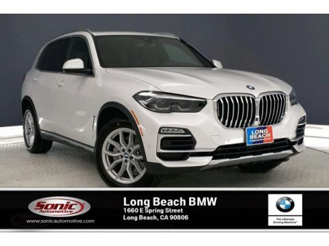 Mineral White Metallic BMW X5 sDrive40i.  Click to enlarge.