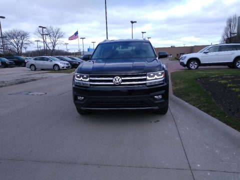 Deep Black Pearl Volkswagen Atlas SE 4Motion.  Click to enlarge.