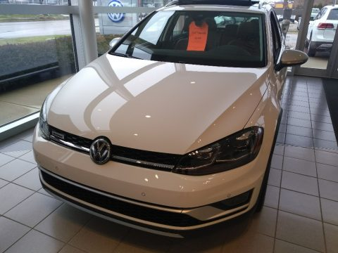 Pure White Volkswagen Golf Alltrack SE 4Motion.  Click to enlarge.