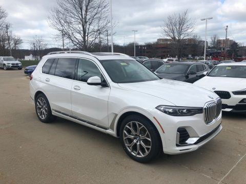 Mineral White Metallic BMW X7 xDrive40i.  Click to enlarge.