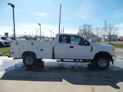 Ford F350 Super Duty XL Regular Cab 4x4 Chassis Utility Truck