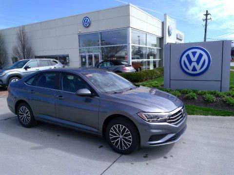 Platinum Gray Metallic Volkswagen Jetta SE.  Click to enlarge.