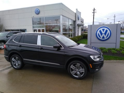 Deep Black Pearl Volkswagen Tiguan SEL 4MOTION.  Click to enlarge.