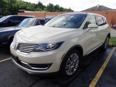 Ivory Pearl Metallic Tri-Coat Lincoln MKX Reserve AWD.  Click to enlarge.