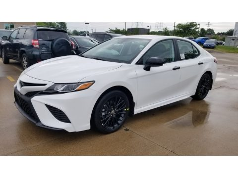 Super White Toyota Camry SE Nightshade Edition.  Click to enlarge.