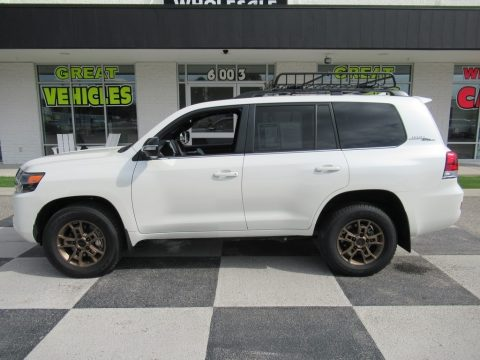 Blizzard White Pearl Toyota Land Cruiser Heritage Edition 4WD.  Click to enlarge.