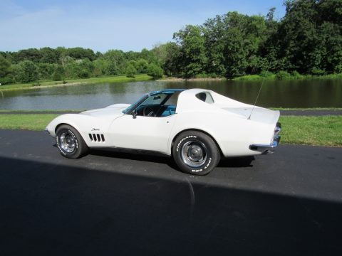 Can Am White Chevrolet Corvette Coupe.  Click to enlarge.