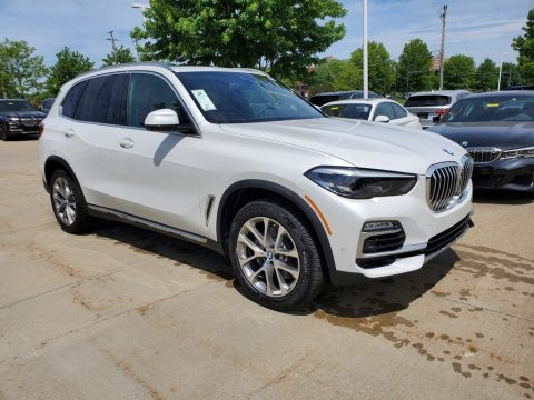 Mineral White Metallic BMW X5 xDrive40i.  Click to enlarge.