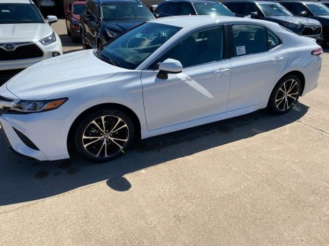 Super White Toyota Camry SE AWD.  Click to enlarge.