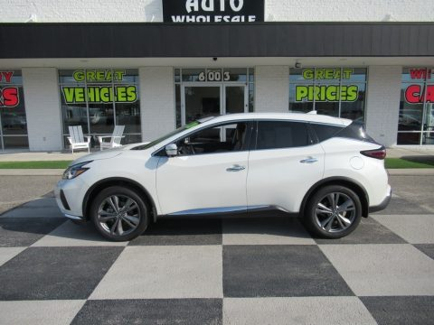 Pearl White Tricoat Nissan Murano Platinum.  Click to enlarge.