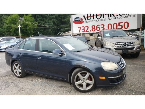 Platinum Grey Metallic Volkswagen Jetta SE Sedan.  Click to enlarge.
