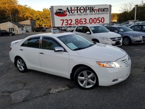 Super White Toyota Camry XLE V6.  Click to enlarge.