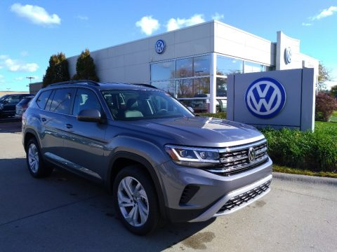 Platinum Gray Metallic Volkswagen Atlas SE 4Motion.  Click to enlarge.