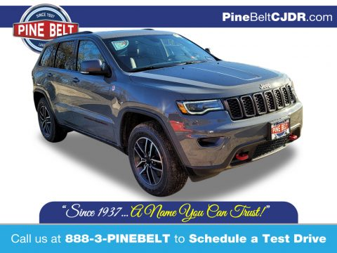 Sting-Gray Jeep Grand Cherokee Trailhawk 4x4.  Click to enlarge.