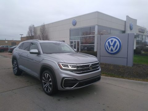 Pyrite Silver Metallic Volkswagen Atlas Cross Sport SEL R-Line 4Motion.  Click to enlarge.