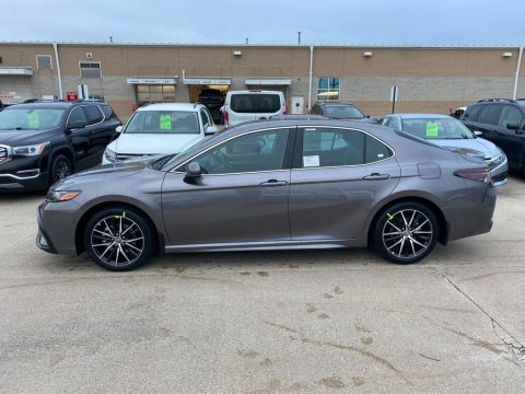 Predawn Gray Mica Toyota Camry SE AWD.  Click to enlarge.