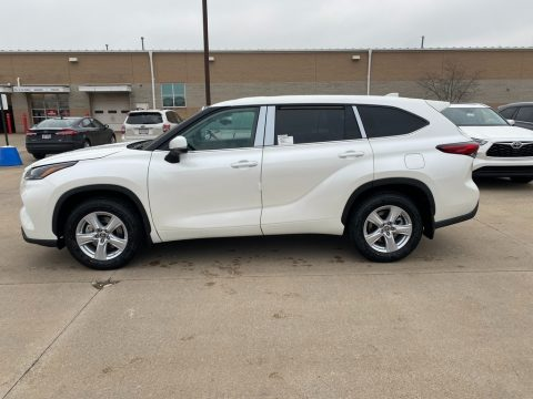 Blizzard White Pearl Toyota Highlander LE AWD.  Click to enlarge.