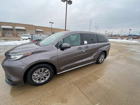 Predawn Gray Mica Toyota Sienna LE AWD Hybrid.  Click to enlarge.