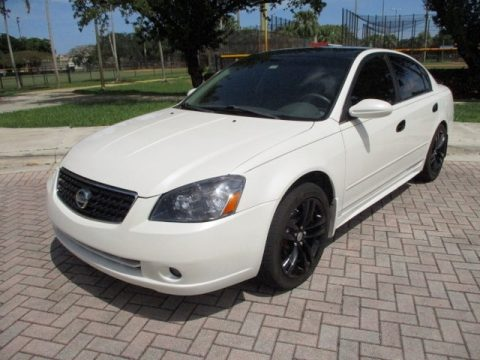 Satin White Pearl Nissan Altima 3.5 SE.  Click to enlarge.