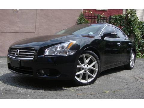 Super Black Nissan Maxima 3.5 SV Premium.  Click to enlarge.