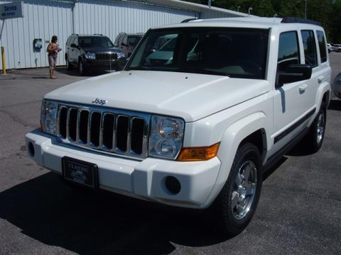 2009 Jeep Commander Interior. Stone White 2009 Jeep