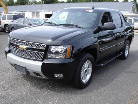 Black Chevrolet Avalanche Z71 4x4.  Click to enlarge.