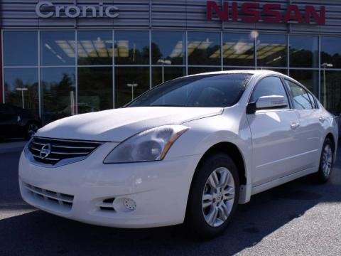 Winter Frost White 2010 Nissan Altima 2.5 SL with Blond interior Winter