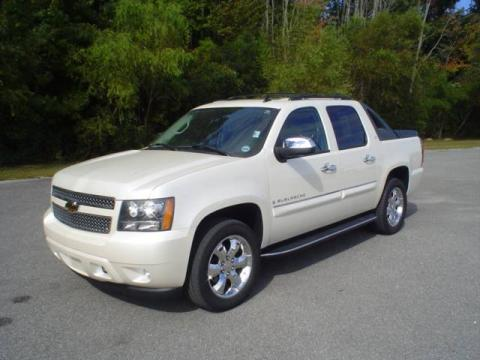 White Diamond Tricoat Chevrolet Avalanche LTZ.  Click to enlarge.